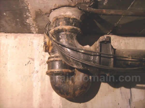 www.draindomain.com_suspended cast iron pipework